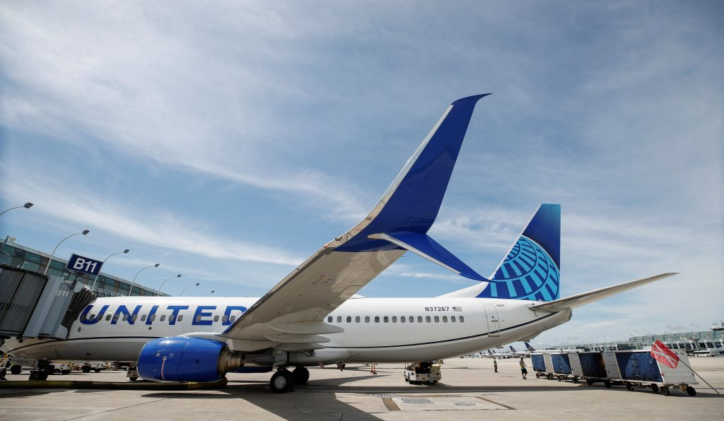 Coronavirus prompts United Airlines to offer pilots a month for flight cuts