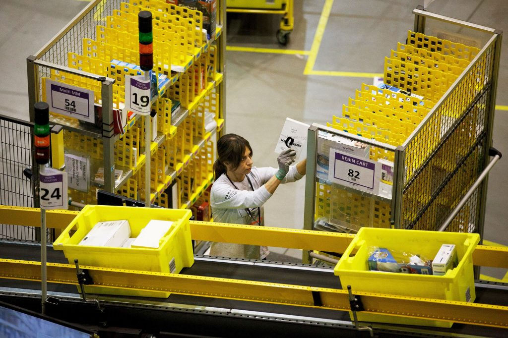 Amazon warehouse workers' lawsuit alleges 'sloppy contact tracing'