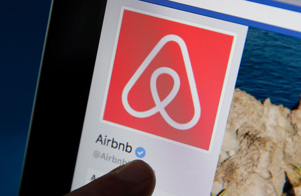 Cramer sees strong 2021 after Airbnb IPO